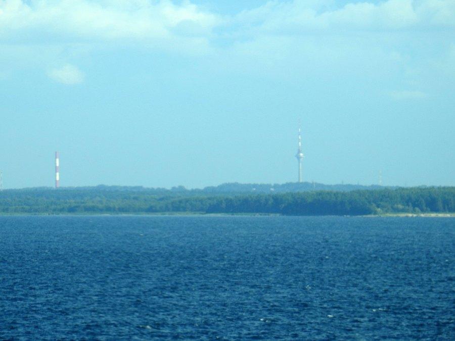Tallinnan molemmat tornit (rajaus kuvasta DCSN3685).
